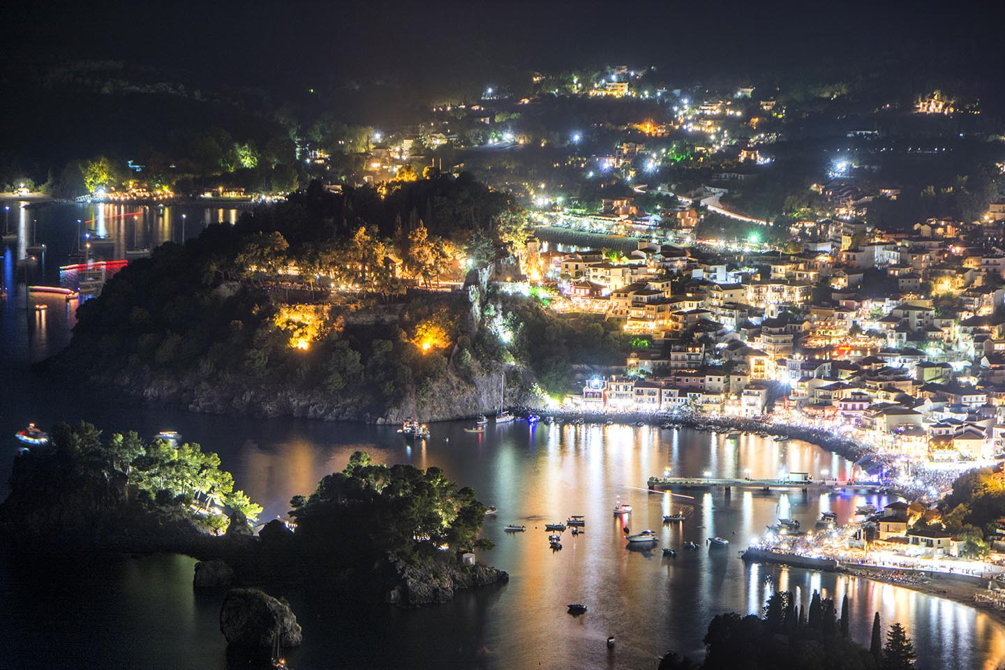 Roptro, the area, Parga at night!